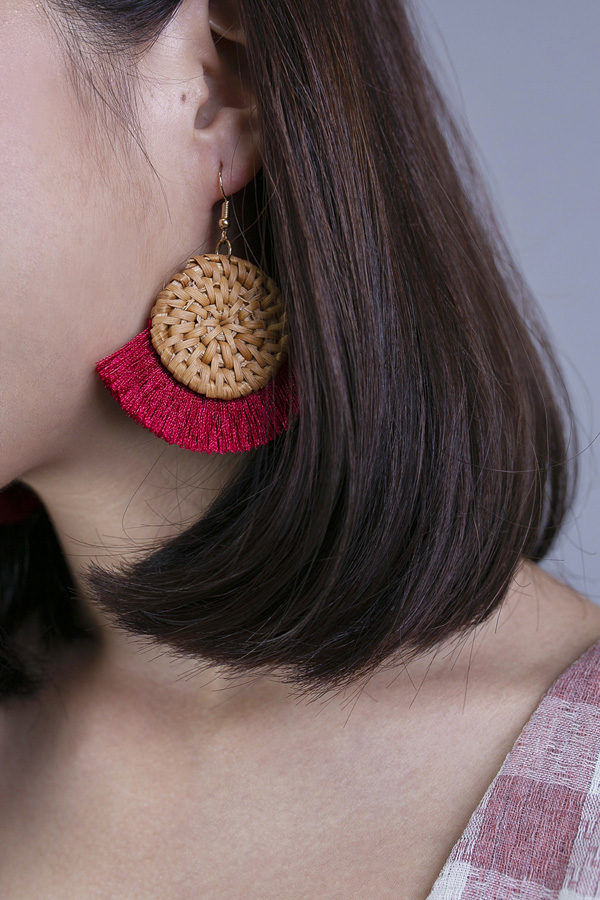 WINNY RATTAN WEAVE TASSELS EARRINGS (RED)